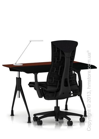 Комплект – стол Herman Miller Envelop Desk, кресло Embody Chair, светильник Flute
