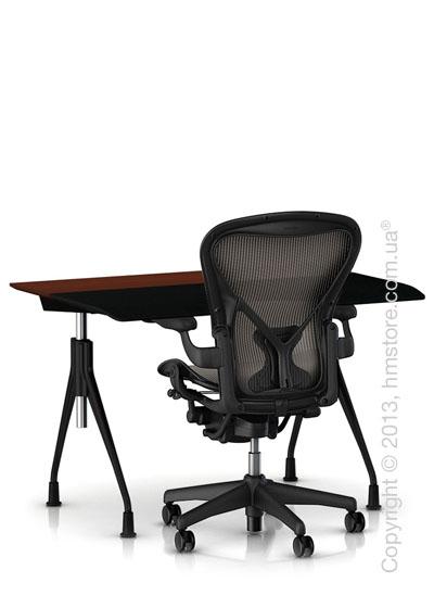 Комплект – стол Herman Miller Envelop Desk, кресло Aeron Chair