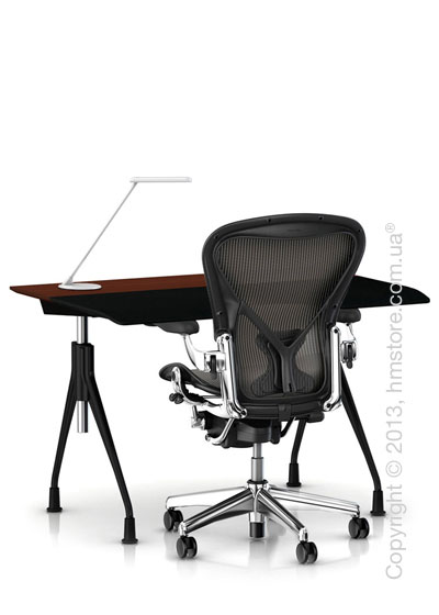 Комплект – стол Herman Miller Envelop Desk, кресло Aeron Chair, светильник Flute