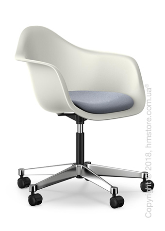 Кресло Vitra Eames Plastic Armchair PACC with seat upholstery, White shell, Dark Blue Ivory