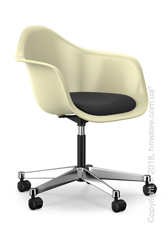 Кресло Vitra Eames Plastic Armchair PACC with seat upholstery, Cream shell, Nero