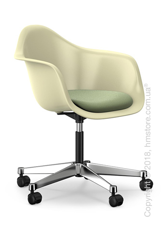 Кресло Vitra Eames Plastic Armchair PACC with seat upholstery, Cream shell, Ivory Forest