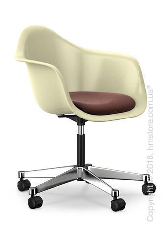 Кресло Vitra Eames Plastic Armchair PACC with seat upholstery, Cream shell, Marron Moor Brown