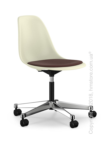 Кресло Vitra Eames Plastic Side Chair PSCC with seat upholstery, Cream shell and Marron Moor Brown
